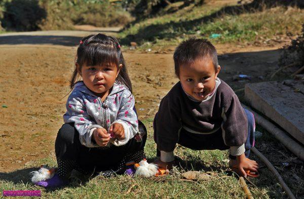 Crianças fofas do Laos!