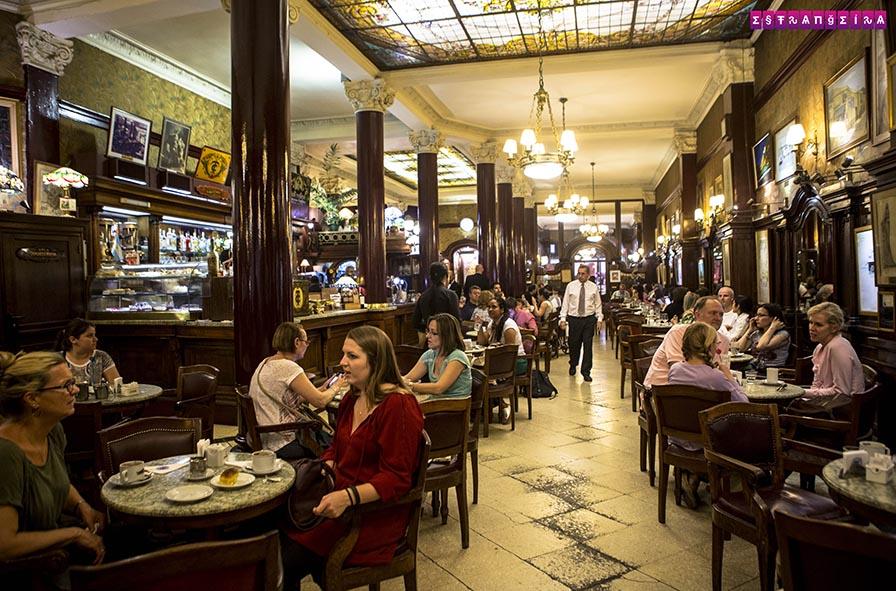O Café Tortoni é uma instituição em Buenos Aires
