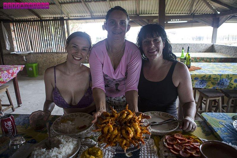 Nós com a Luzia, dona dos melhores camarões do planeta!!!!!