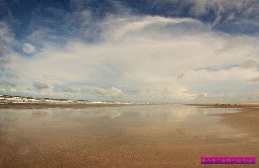 Praias desertas para você esquecer da vida.