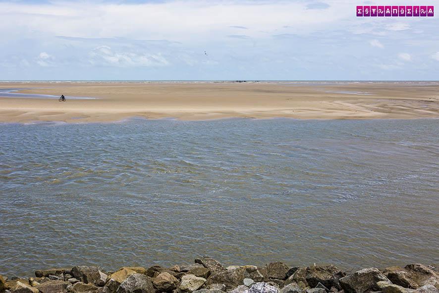 O píer de Raposa com a maré baixa.