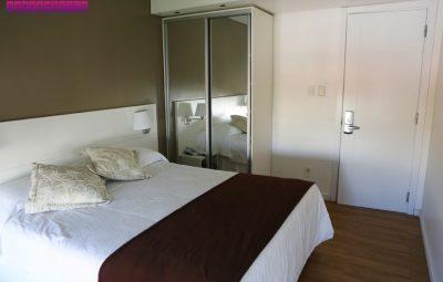 Nossa cama de casal no Hotel Castilla. Adoramos!