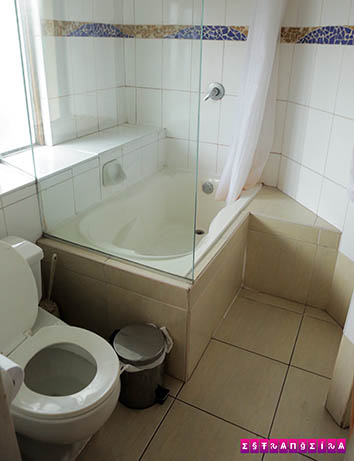 Banheiro super espaçoso.