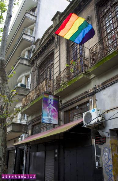 A boate Chains é um clube gay mesmo, ou seja: mais focado no público masculino...