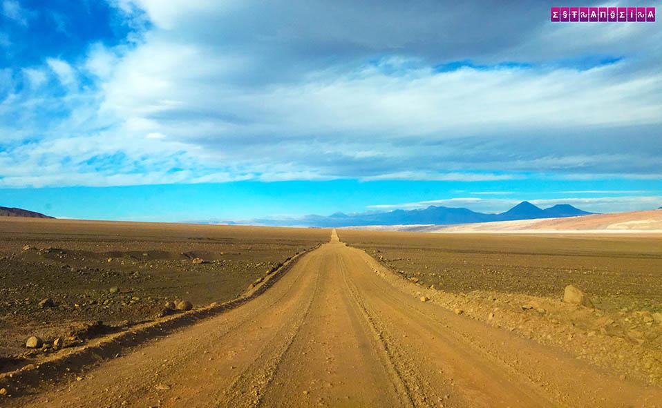Estrada para as Lagunas Escondidas no Atacama