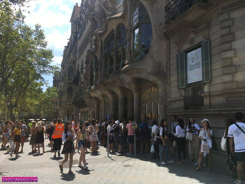 fila-casa-battlo-barcelona-espanha-estrangeira