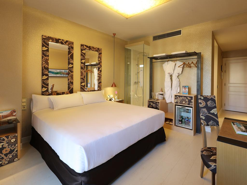 quarto-hotel-axel-lgbt-barcelona